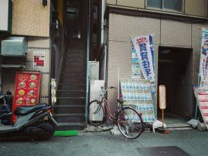 阿波座フジビル入口階段